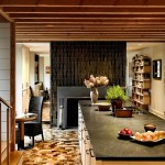 Дизайн интерьера кухни с камином